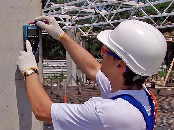 Обследование зданий с помощью инструментов
