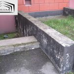 Повреждения обмазочной гидроизоляции входов в подвал